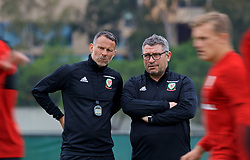 LOS ANGELES, USA - Wednesday, May 23, 2018: Wales' manager Ryan Giggs (left) and assistant coach Osian Roberts during a training session at UCLA ahead of the International friendly match against Mexico. (Pic by David Rawcliffe/Propaganda)