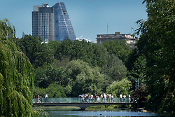 © Licensed to London News Pictures. 22/06/2018.  People cross the lake in St James's Park in lunchtime sunshine ahead of the weekend. Most of the UK is expected to be enjoying high temperatures over the next 7-10 days.  London, UK. Photo credit: Peter Macdiarmid/LNP
