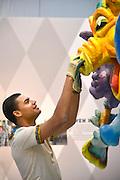 Nederland, Berg en Dal, 10-11-2016Opbouw van Carnavalsexpositie in Afrika museum. Richard KofiDGFoto  163269  editie NijmegenFoto: Flip Franssen