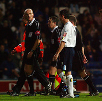 Fotball<br /> Foto: SBI/Digitalsport<br /> NORWAY ONLY<br /> <br /> 26/10/2004 <br /> <br /> Portsmouth v Leeds United<br /> <br /> Carling Cup Third round. 26/10/2004.<br /> <br /> Leeds' captain Gary Kelly talks to referee Steve Bennett as the teams go off for half time