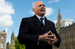 © Licensed to London News Pictures.18/04/2017.London, UK. Former Work and Pensions Secretary IAIN DUNCAN SMITH is interviewed by the media in Westminister after British Prime Minister Theresa May declared a general election for June 8th on 18, April 2017.Photo credit: Ray Tang/LNP