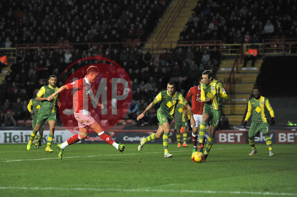 Bristol City's Matt Smith takes a shot at goal. - Photo mandatory by-line: Dougie Allward/JMP - Mobile: 07966 386802 - 10/01/2015 - SPORT - football - Bristol - Ashton Gate - Bristol City v Notts County - Sky Bet League One
