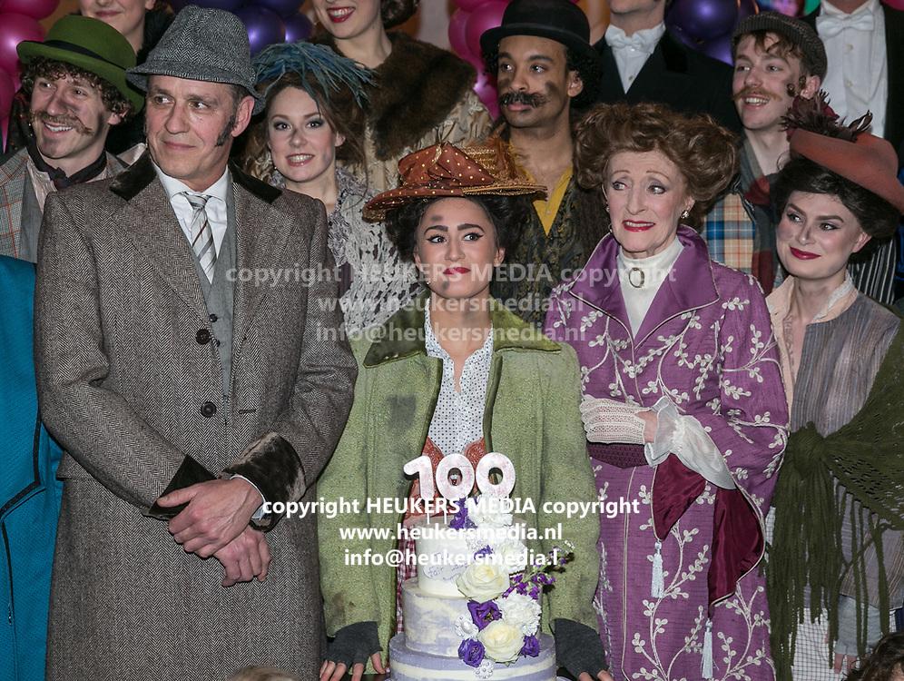 2018-03-10. Schouwburg het Park, Hoorn. 100ste My Fair Lady. Op de foto: Chris Tates, Esmee Dekker en Gerrie van der Klei