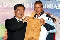 Fotball<br /> Real Madrid i Asia 2003<br /> <br /> NORWAY ONLY<br /> <br /> FOOTBALL - REAL MADRID ASIAN TOUR - CHINA - 28/07/2003 - PHOTO: LI SAN / IMAGINECHINA / FLASH PRESS<br /> DAVID BECKHAM (GBR) RECEIVING HONORARY KUMMING CITIZENSHIP FROM THE GOUVERNOR OF YUNNAN RONGKAI XU