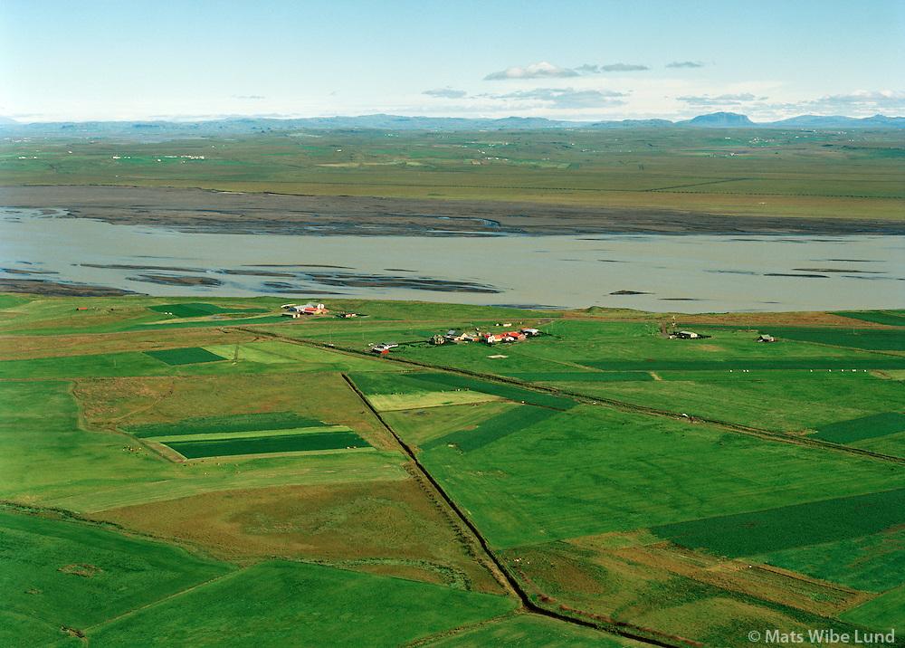 Mjósyndi, Forsæti og Sandbakki séð til norðurs, Þjórsá, Flóahreppur áður Villingaholtshreppur / Mjosyndi, Forsaeti and Sandbakki viewing north, river Thjorsa, Floahreppur former Villlingaholtshreppur.