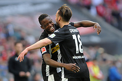 14.04.2018, Allianz Arena, Muenchen, GER, 1. FBL, FC Bayern Muenchen vs Borussia Moenchengladbach, 30. Runde, im Bild vl. Denis Zakaria (Borussia Moenchengladbach #8) und Josip Drmic (Borussia Moenchengladbach #18) // during the German Bundesliga 30th round match between FC Bayern Munich and Borussia Moenchengladbach at the Allianz Arena in Muenchen, Germany on 2018/04/14. EXPA Pictures &copy; 2018, PhotoCredit: EXPA/ Eibner-Pressefoto/ Stuetzle<br /> <br /> *****ATTENTION - OUT of GER*****