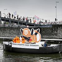 Nederland, Amsterdam , 9 mei 2011..Demonstratie  voor de ingang van het Muziekgebouw aan het IJ waar de jaarlijkse Algemene Vergadering van ING Groep N.V. gehouden wordt..Foto:Jean-Pierre Jans