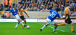 WOLVERHAMPTON, ENGLAND - Saturday, March 27, 2010: Everton's Leon Osman misses an easy chance to put his side one up against Wolverhampton Wanderers during the Premiership match at Molineux. (Photo by David Rawcliffe/Propaganda)