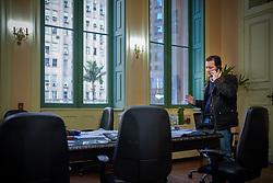 O Prefeito Nelson Marchezan Junior durante despacho de agenda no gabinete do Paço Municipal. FOTO: Jefferson Bernardes/ PMPA