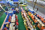 Nederland, Nijmegen, 18-8-2016 Tijdens de introductie voor eerstejaars studenten aan de Radboud universiteit is traditioneel een dag ingeruimd om de stad te leren kennen. Studentenvereniging Ovum Novum bereidt zich voor op een feest en lange avond. Zij hebben hun buitenterras gemeubileerd met lege kratjes Bavaria bier. Sommige eerstejaars zijn nog geen achtien en daarom heeft iedereen een polsbandje waaraan de leeftijd kan worden afgeleid ivm het drinken van alkohol.FOTO: FLIP FRANSSEN