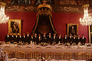 Preparation of  - National day -   lunch in the Throne room,  Palace of Monaco.   Salle du throne.préparation d'un  Repas de gala  P0005223  L1538  R150/112