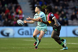 Tom Marshall of Gloucester Rugby passes the ball - Mandatory byline: Patrick Khachfe/JMP - 07966 386802 - 01/12/2019 - RUGBY UNION - The Twickenham Stoop - London, England - Harlequins v Gloucester Rugby - Gallagher Premiership