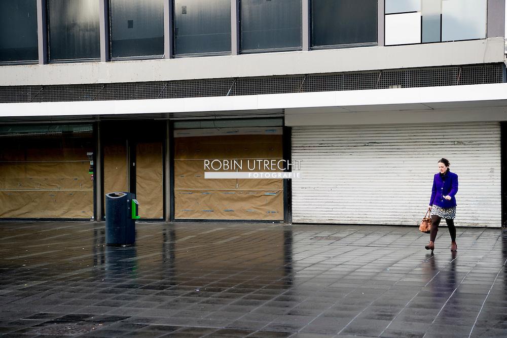 ROTTERDAM - Een winkel is wegens faillissement gesloten. Steeds meer winkelpanden in de binnenstad staan leeg. Deze leegstand betekent een vermindering van de aantrekkelijkheid van de stad en heeft tot gevolg dat de nog bestaande winkels omzetverlies lijden.  copyright robin utrecht