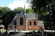 De Stulpkerk in Lage Vuursche waar a.s. vrijdag in besloten kring de begrafenis is van  Prins Friso. Na een dienst in de Stulpkerk in Lage Vuursche wordt de Prins begraven op de daarbij gelegen begraafplaats.<br /> <br /> The Stulp Church in Lage Vuursche where this Friday in private funeral is of Prince Friso. After service in the Church Stulp in Lage Vuursche the Prince buried in the cemetery located next to the church<br /> <br /> Op de foto / On the photo:  De Stulpkerk
