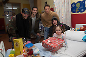 06-12-2016 Dundee players visit Ninewells Hospital