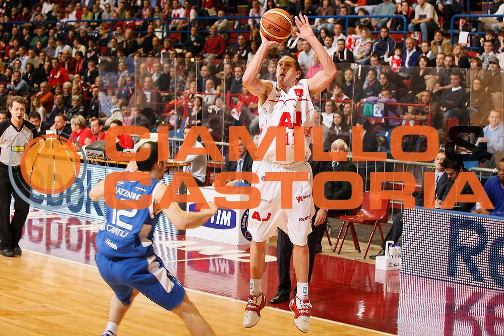 DESCRIZIONE : Milano Lega A1 2008-09 Armani Jeans Milano NGC Cantu<br /> GIOCATORE : Jobey Thomas<br /> SQUADRA : Armani Jeans Milano<br /> EVENTO : Campionato Lega A1 2008-2009<br /> GARA : Armani Jeans Milano NGC Cantu<br /> DATA : 16/11/2008<br /> CATEGORIA : Tiro Three Points Super<br /> SPORT : Pallacanestro<br /> AUTORE : Agenzia Ciamillo-Castoria/G.Cottini<br /> Galleria : Lega Basket A1 2008-2009<br /> Fotonotizia : Milano Campionato Italiano Lega A1 2008-2009 Armani Jeans Milano NGC Cantu<br /> Predefinita :