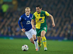 LIVERPOOL, ENGLAND - Tuesday, October 27, 2015: Norwich City's Graham Dorrans and Everton's Steven Naismith during the Football League Cup 4th Round match at Goodison Park. (Pic by David Rawcliffe/Propaganda)