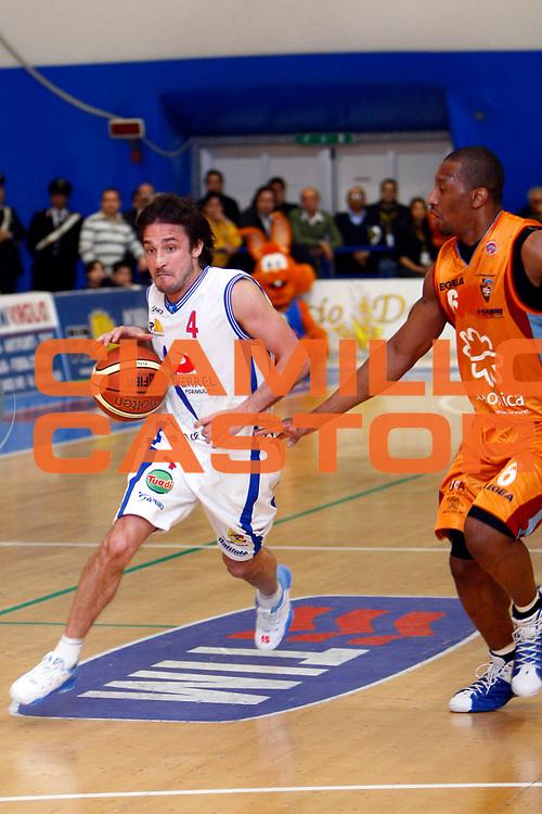DESCRIZIONE : Capo Orlando Lega A1 2007-08 Pierrel Capo Orlando Salsonica Rieti<br /> GIOCATORE : Gianmarco Pozzecco<br /> SQUADRA : Pierrel Capo Orlando<br /> EVENTO : Campionato Lega A1 2007-2008 <br /> GARA : Pierrel Capo Orlando Salsonica Rieti<br /> DATA : 06/04/2008 <br /> CATEGORIA : Palleggio Penetrazione<br /> SPORT : Pallacanestro <br /> AUTORE : Agenzia Ciamillo-Castoria/J.Pappalardo<br /> Galleria : Lega Basket A1 2007-2008<br /> Fotonotizia : Capo Orlando Lega A1 2007-08 Pierrel Capo Orlando Salsonica Rieti<br /> Predefinita :