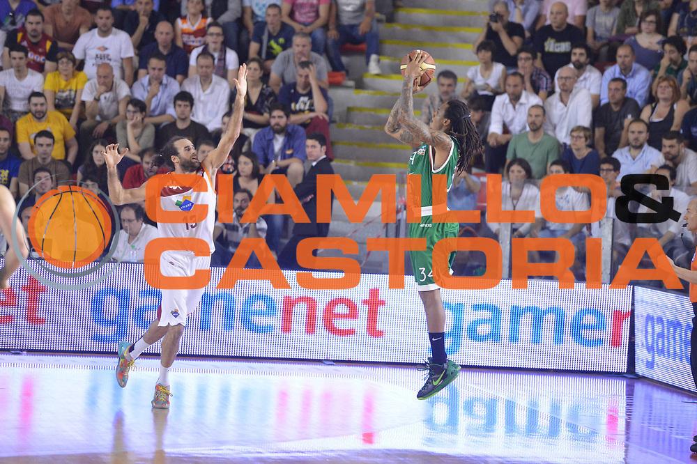 DESCRIZIONE : Roma Lega A 2012-2013 Acea Roma Montepaschi Siena  playoff finale gara 2<br /> GIOCATORE : David Moss Luigi Datome<br /> CATEGORIA : Tiro Three Points Controcampo<br /> SQUADRA : Montepaschi Siena Acea Roma<br /> EVENTO : Campionato Lega A 2012-2013 playoff finale gara 2<br /> GARA : Acea Roma Montepaschi Siena <br /> DATA : 13/06/2013<br /> SPORT : Pallacanestro <br /> AUTORE : Agenzia Ciamillo-Castoria/GiulioCiamillo<br /> Galleria : Lega Basket A 2012-2013  <br /> Fotonotizia : Roma Lega A 2012-2013 Acea Roma Montepaschi Siena  playoff finale gara 2