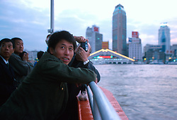CHINA SHANGHAI NOV01 - Tourists cross the Huangpu river, glancing over to Pudong side.. . jre/Photo by Jiri Rezac. . © Jiri Rezac 2001. . Contact: +44 (0) 7050 110 417. Mobile:  +44 (0) 7801 337 683. Office:  +44 (0) 20 8968 9635. . Email:   jiri@jirirezac.com. Web:     www.jirirezac.com