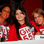 NLD/Hilversum/20100121 - Benefietactie voor het door een aardbeving getroffen Haiti, Rachel hazes met kinderen Roxanne en Dre