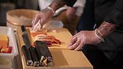 Thibaut LATOUR découpe les aliments lors de la troisième édition du championnat de  France de sushi