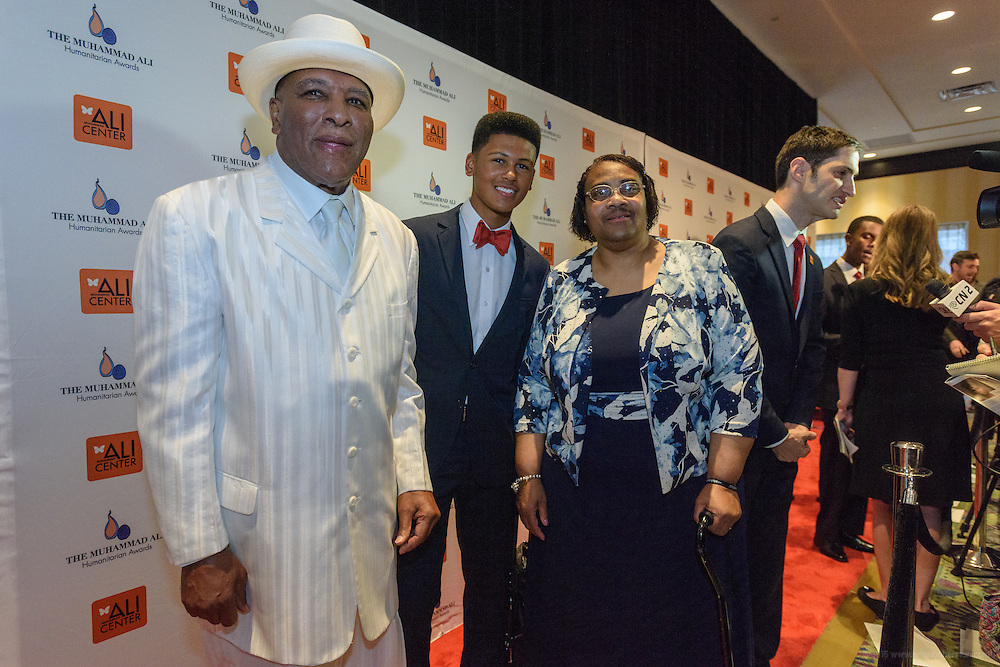 Rahman Ali and family, on the red carpet at the fourth annual Muhammad Ali Humanitarian Awards Saturday, Sept. 17, 2016 at the Marriott Hotel in Louisville, Ky. (Photo by Brian Bohannon for the Muhammad Ali Center)