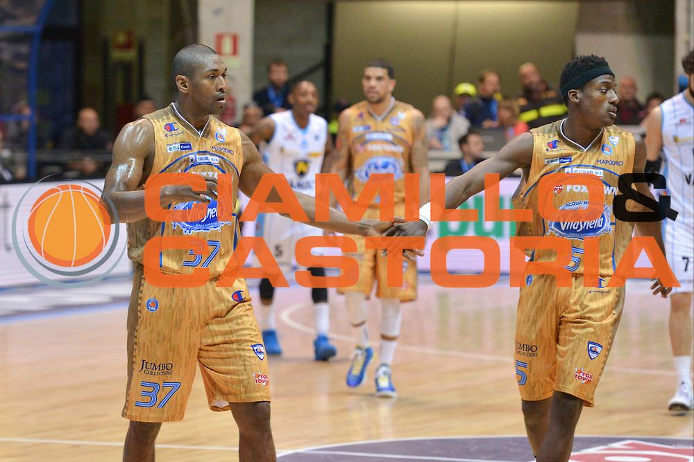 DESCRIZIONE : Desio Lega A 2014-15 Vitasnella Cant&ugrave; Vanoli Cremona<br /> GIOCATORE : Abass Awudu Metta World Peace<br /> CATEGORIA : Fair Play <br /> SQUADRA : Vitasnella Cant&ugrave;<br /> EVENTO : Campionato Lega A 2014-2015<br /> GARA : Vitasnella Cant&ugrave; Vanoli Cremona<br /> DATA : 20/04/2015<br /> SPORT : Pallacanestro<br /> AUTORE : Agenzia Ciamillo-Castoria/M.Ozbot<br /> Galleria : Lega Basket A 2014-2015 <br /> Fotonotizia: Desio Lega A 2014-15 Vitasnella Cant&ugrave; Vanoli Cremona