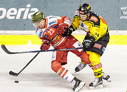 21.03.2017, Eiswelle, Bozen, ITA, EBEL, HCB Suedtirol Alperia vs UPC Vienna Capitals, Playoff, Halbfinale, 4. Spiel, im Bild v.l. Markus Gander (HCB Suedtirol), Patrick Peter (Vienna Capitals) // during the Erste Bank Icehockey League, playoff semifinal 4th match between HCB Suedtirol Alperia and UPC Vienna Capitals at the Eiswelle in Bozen, Italy on 2017/03/21. EXPA Pictures © 2017, PhotoCredit: EXPA/ Johann Groder