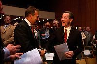 15 JUL 2004, BERLIN/GERMANY:<br /> Franz Muentefering, SPD Parteivorsitzender, und Frank Bsirske, ver.di Vorsitzender, verabschieden  sich, nach einem Festakt zum 100. Geburtstag von Karl Richter, langjähriges aktives Mitglied von Partei und Gewerkschaft, Rathaus Reinickendorf<br /> IMAGE: 20040715-01-040<br /> KEYWORDS: Franz Müntefering, Feier, Handshake