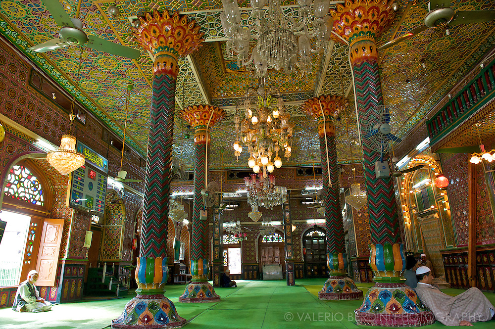 The interior of the Dargah Dastageer Sahab, one of the oldest Mosque of Srinagar. This shrine has been completely destroyed by a fire 2 years after this photo was taken.