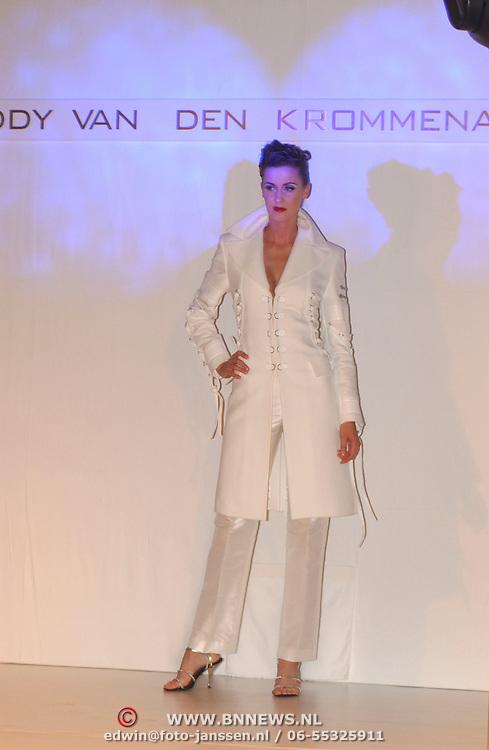 Modeshow Addy van den Krommenacker, Femke Fredriks