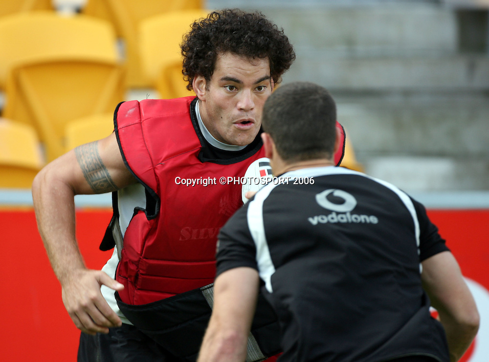 Richard Villasanti in action during the Warriors training session held at Ericsson Stadium, Auckland, on Wednesday 8 March, 2006. Photo: Andrew Cornaga/PHOTOSPORT<br />
