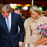 NLD/Roteterdam/20101212 - Prinses Maxima en kroonprins Willem - Alexander wonen jubileumvoorstelling bij van theater van het Hofplein Rotterdam bij