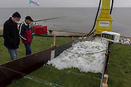 Golfoploopproef (stormtest) Waddenzeedijk bij Sexbierum