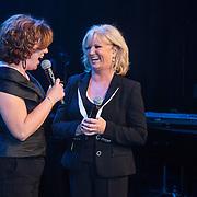 NLD/Laren/20140512 - Anita Meijer ontvangt de Radio 5 Nostalgia Ouevreprijs , Anita Meijer en Myrna Goossen