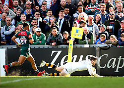 Elliot Daly of Wasps scores his second try against Leicester Tigers - Mandatory by-line: Robbie Stephenson/JMP - 25/03/2018 - RUGBY - Welford Road Stadium - Leicester, England - Leicester Tigers v Wasps - Aviva Premiership