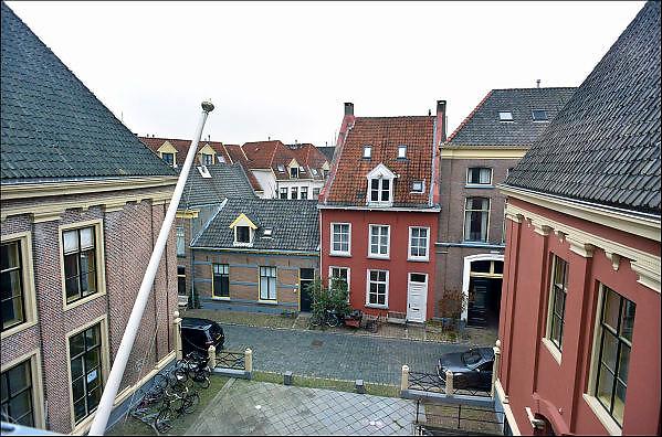 Nederland, Zutphen, 3-12-2014De opleiding tot rechter is vetrokken uit Zutphen. Dit is een gevoelige klap voor de lokale economie. Het goede nieuws is dat in het grote pand door de gemeente twee musea gehuisvest gaan worden. Zicht vanuit het gebouwFOTO: FLIP FRANSSEN/ HOLLANDSE HOOGTE