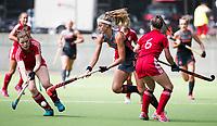St.-Job-In 't Goor / Antwerpen -  Nederland Jong Oranje Dames (JOD) - Groot Brittannie (7-2).  Yibbi Jansen (Ned)  met rechts Alice Wills (GB) COPYRIGHT  KOEN SUYK