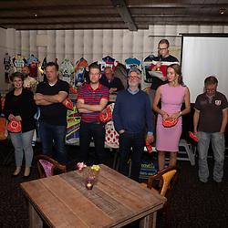OOTMARSUM (NED) wielrennen<br /> Wielercafe in het Dorp van de Ronde Ootmarsum <br /> Petje op, Petje af