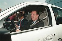 15 JUN 1999 - AACHEN, GERMANY:<br /> Gerhard Schröder, Bundeskanzler, und auf dem Beifahrersitz: Wiliam Clay Ford Jr., Chairman, Ford Motor Company, fahren den mit Wasserstoff beriebenen Ford P2000 HFC zur Probe, Einweihung des neuen Ford Forschungszentrums<br /> IMAGE: 19990615-01/01-36<br /> KEYWORDS: Gerhard Schroeder, Auto, Car,