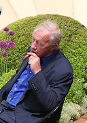 SIR TERENCE CONRAN, Opening day of the Chelsea Flower Show. Royal Hospital Grounds. London. 19 May 2008 *** Local Caption *** -DO NOT ARCHIVE-© Copyright Photograph by Dafydd Jones. 248 Clapham Rd. London SW9 0PZ. Tel 0207 820 0771. www.dafjones.com.