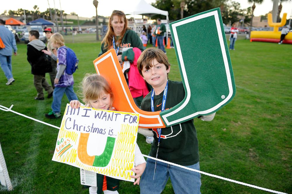 2009 Miami Hurricanes Football vs Wisconsin - Champs Sports Bowl