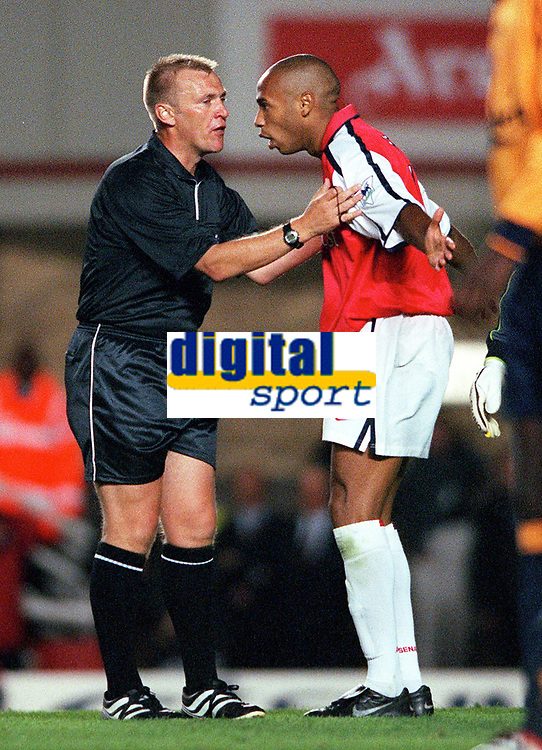 Thierry Henry (Arsenal) argues with referee Graham Poll. Arsenal 2:0 Liverpool, F.A.Carling Premiership, 21/8/2000. Credit : Colorsport / Stuart MacFarlane.