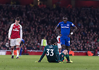 Football - 2017 / 2018 Premier League - Arsenal vs. Everton<br /> <br /> Petr Cech (Arsenal FC) sits on the floor to stop the game as he in unable to continue  <br /> at The Emirates.<br /> <br /> COLORSPORT/DANIEL BEARHAM