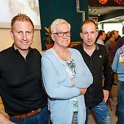 NLD/Amsterdam/20180501 - Boekpresentatie van HET BEEST  - Het wielerleven van Lieuwe Westra, Lieuwe met familie