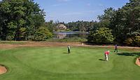 Valkenswaard  - green hole 16 met Galgenven en clubhuis  ,  Eindhovensche Golf Club.   COPYRIGHT KOEN SUYK