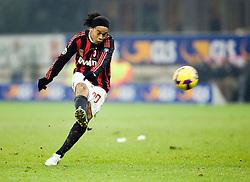 Ronaldinho shoots, Milan v Lazio, 3-12-2008