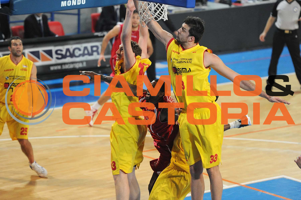 DESCRIZIONE : Frosinone Lega Basket A2 2011-12  Prima Veroli ASS. Pall. S.Antimo<br /> GIOCATORE : Troy Bell<br /> CATEGORIA : penetrazione<br /> SQUADRA : ASS. Pall. S.Antimo<br /> EVENTO : Campionato Lega A2 2011-2012 <br /> GARA : Prima Veroli ASS. Pall. S.Antimo <br /> DATA : 13/01/2012<br /> SPORT : Pallacanestro  <br /> AUTORE : Agenzia Ciamillo-Castoria/ GiulioCiamillo<br /> Galleria : Lega Basket A2 2011-2012  <br /> Fotonotizia : Frosinone Lega Basket A2 2011-12 Prima Veroli ASS. Pall. S.Antimo<br /> Predefinita :