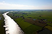 Nederland, Gelderland, Gemeente Heerde, 03-10-2010; de IJssel in zuidelijke richting ter hoogte van Wapenveld. Rechts de Werverdijk en Werverkolk. Silhouetten van kribben in de rivier met tegenlicht. .IJssel looking south at the height of Wapenveld. At the right Werverdijk Werverkolk. Silhouettes of groynes in the river with backlight. .luchtfoto (toeslag), aerial photo (additional fee required).foto/photo Siebe Swart